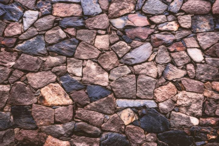 поставяне на декоративен и естествен камък
